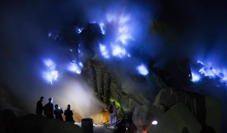 gunung-ijen-blue-fire-1-752x440.jpg